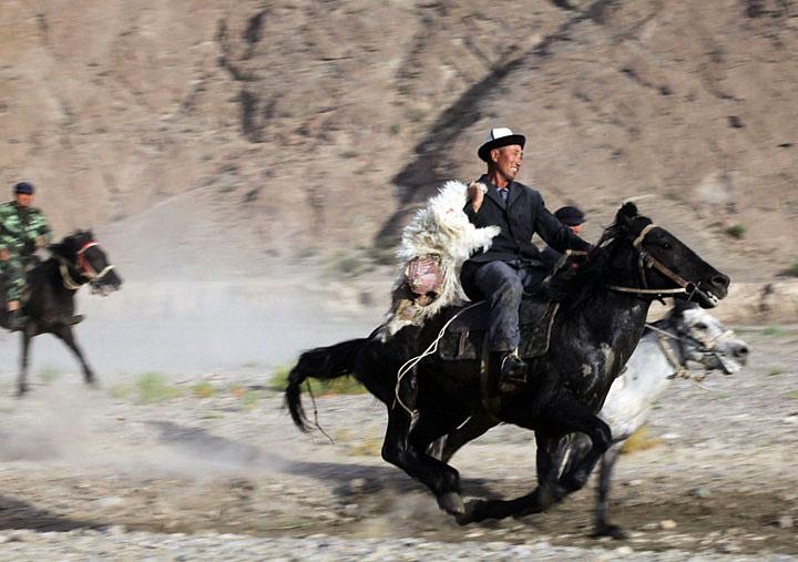 Goat Head Polo, Gobi Desert. Photo by Zandy Mangold. ©2009